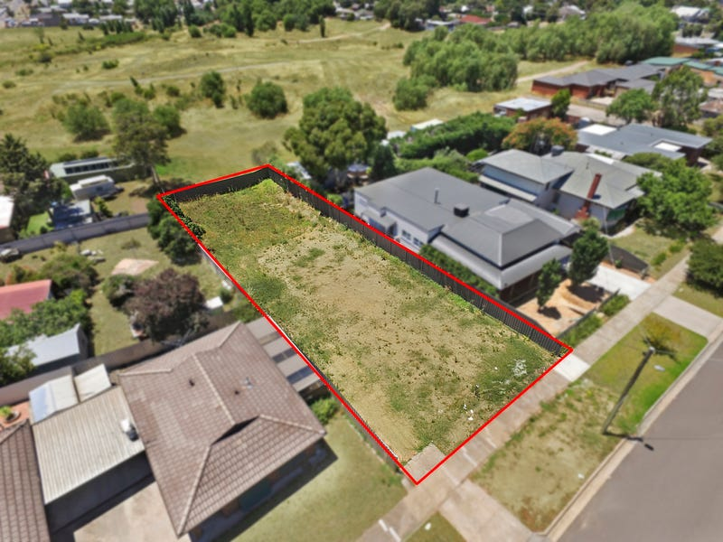 36 Ophir St, Golden Square, Vic 3555