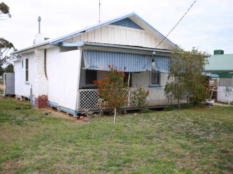 32 Pioneer Street, Manangatang, Vic 3546