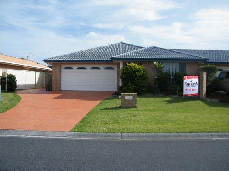 2/32 Correa Close, Tuncurry, NSW 2428