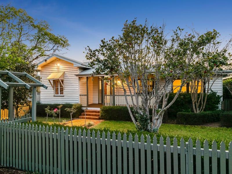22 Lydwin Crescent, East Toowoomba, Qld 4350