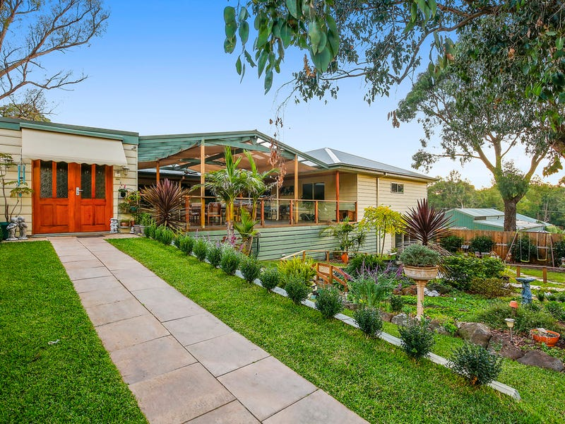 4 Martin Place, Wandin North, Vic 3139