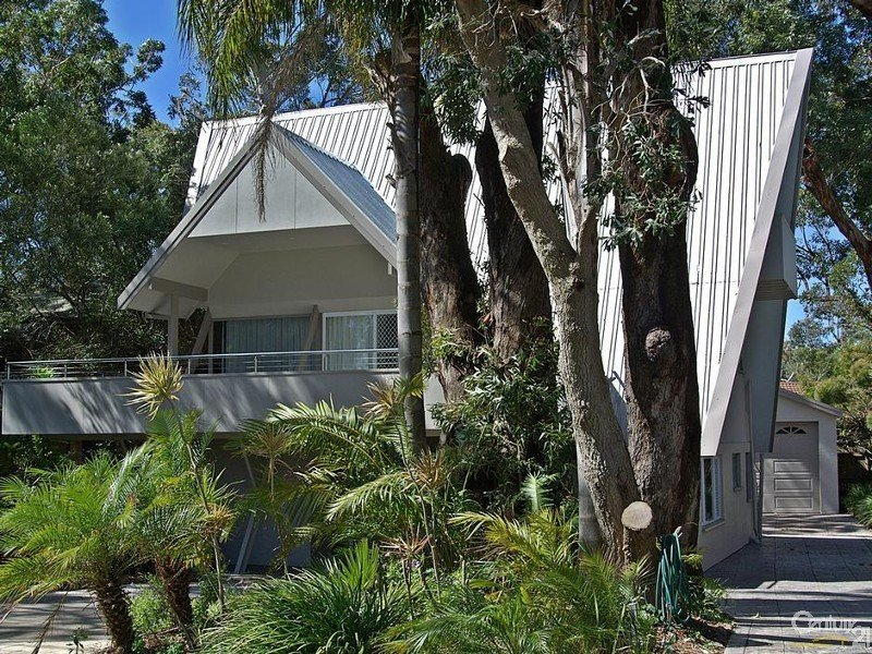 12 Fishermans Walk, Hawks Nest, NSW 2324