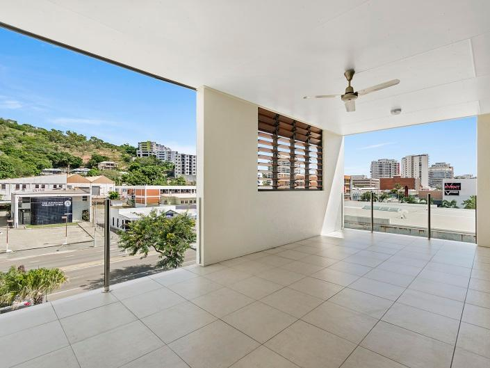216/330 Sturt Street, Townsville City, Qld 4810