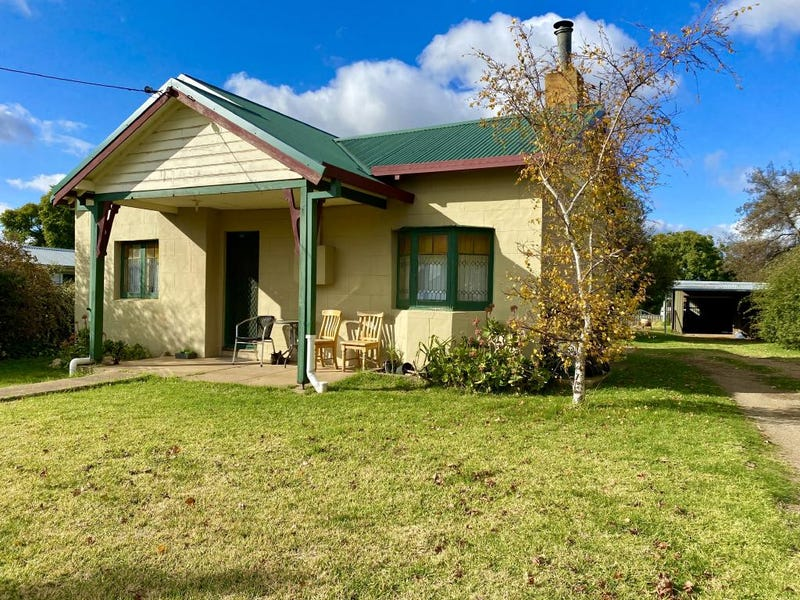 16 Back Creek Road, Young, NSW 2594