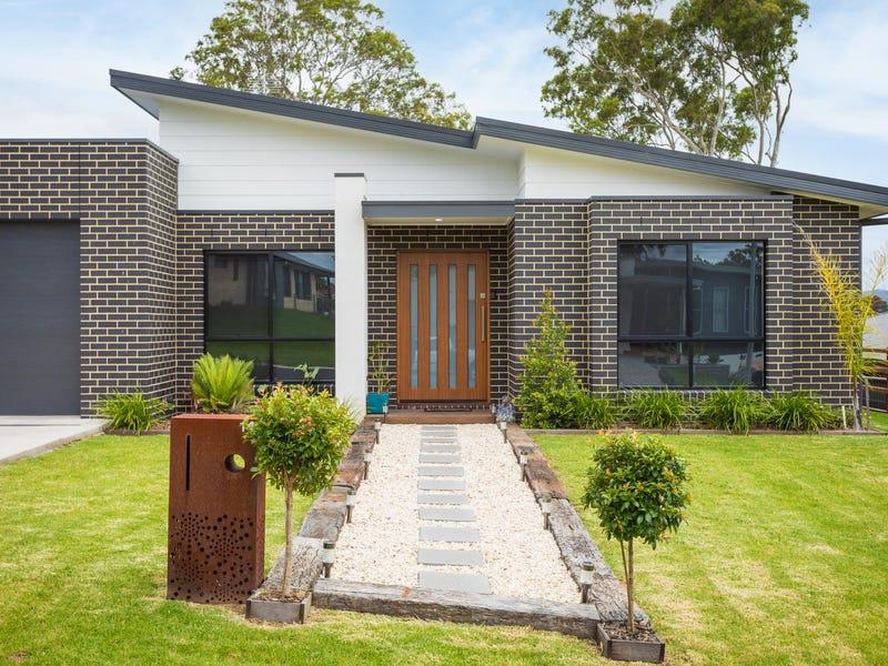 14 MILLBANK WAY, Bega, NSW 2550