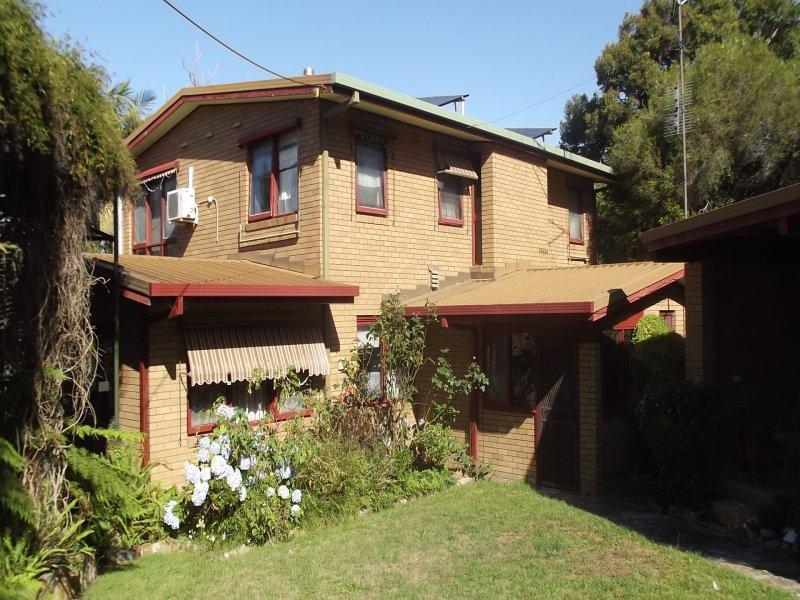 8 Mirrabooka Road, Mallacoota, Vic 3892
