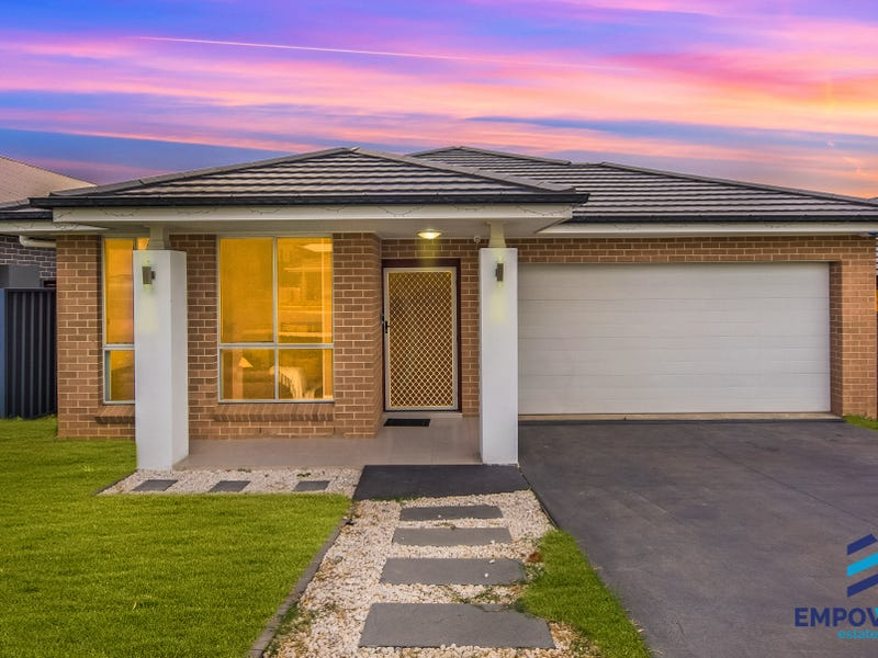 26 Crowley Boulevard, Claymore, NSW 2559