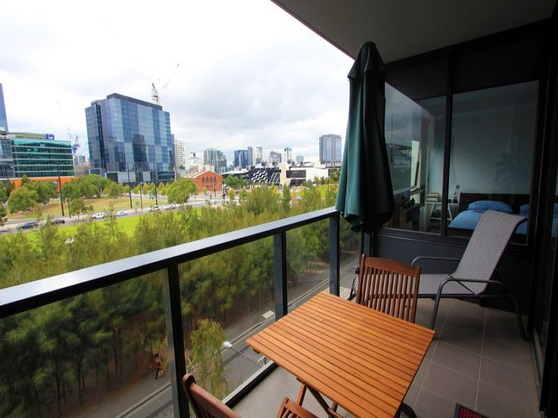408/1 Encounter Way, Docklands, Vic 3008