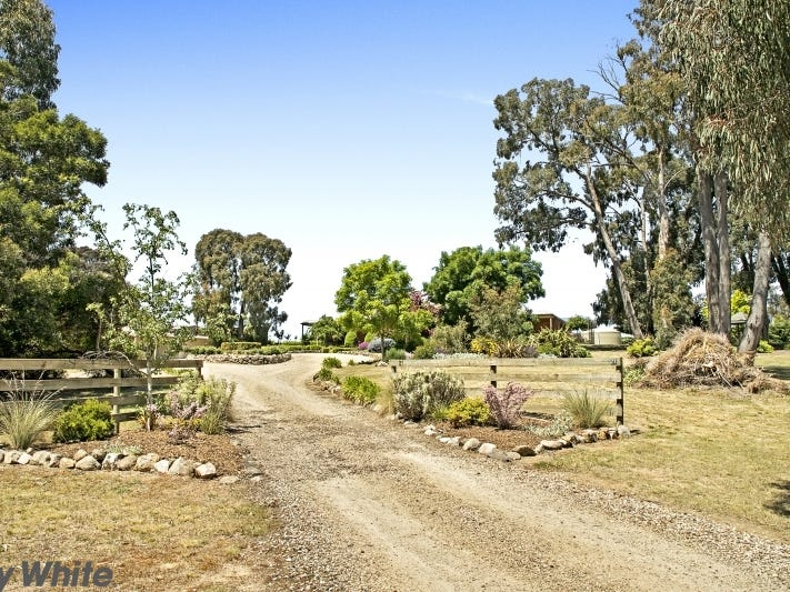 21 Heddle Road, Lancefield, Vic 3435