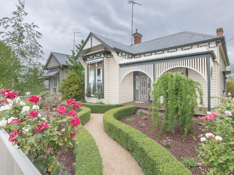 102 Pleasant Street South, Newington, Vic 3350