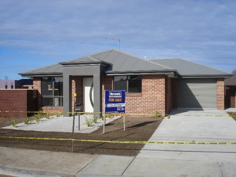 2/141 Wellington Street, Longford, Tas 7301