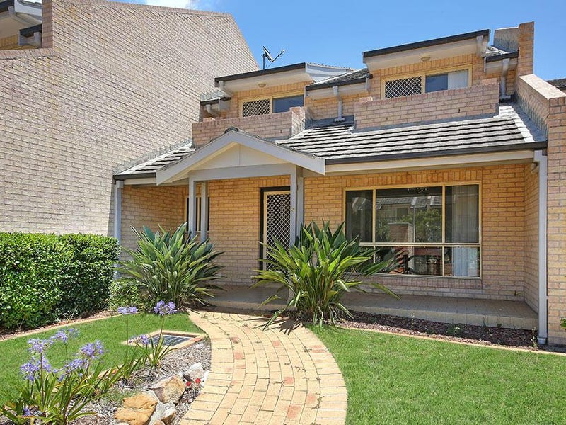 2/831 Henry Lawson Drive, Picnic Point, NSW 2213