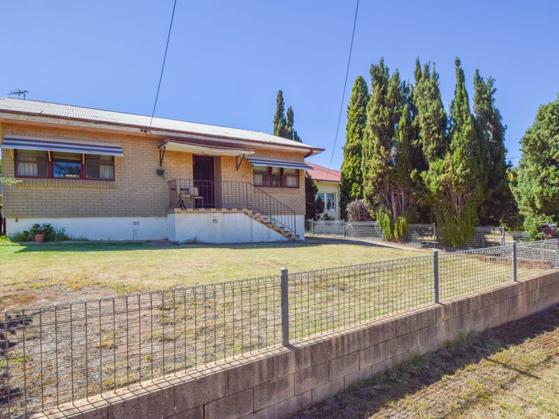 35 Blackett Avenue, Young, NSW 2594