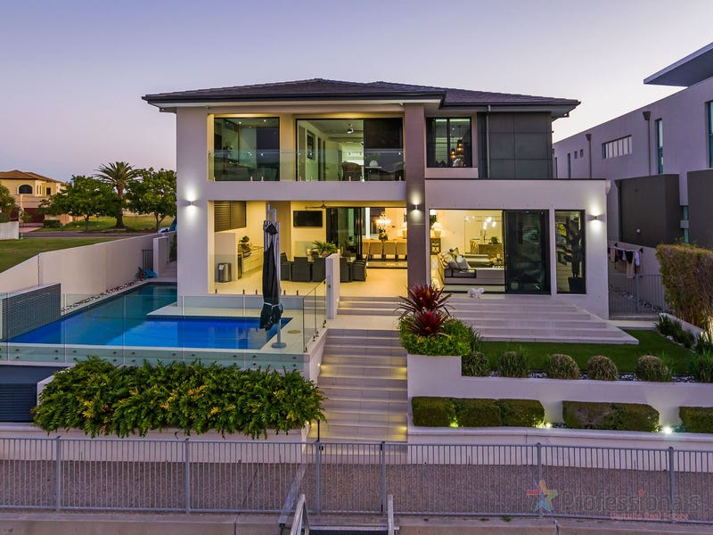 14 Royal Albert Crescent, Sovereign Islands, Qld 4216