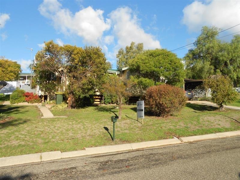 9 Waugoola Road, Wyangala Dam, NSW 2808