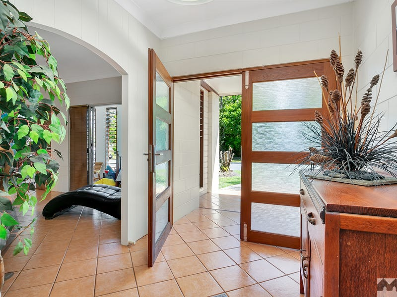 11 Zamia Street, Holloways Beach, Qld 4878