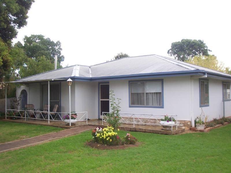 103 Berthong Street, Cootamundra, NSW 2590