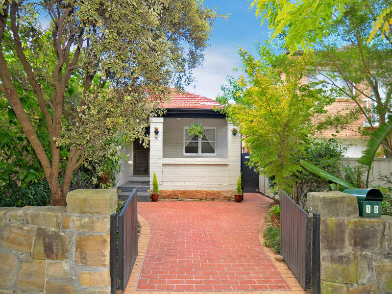 10 Sailors Bay Rd (Quiet Western End), Willoughby, NSW 2068