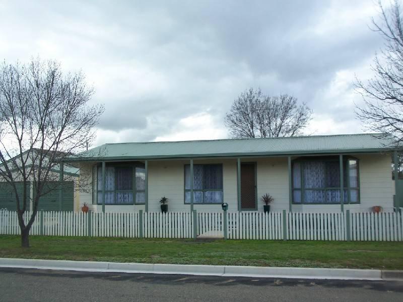 5 FRANCIS STREET, Cootamundra, NSW 2590