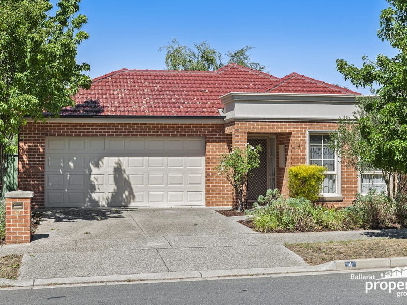 4 St Michaels Place, Lake Gardens, Vic 3355