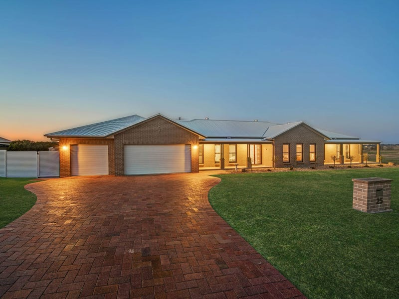 25 Arran Circuit, Largs, NSW 2320