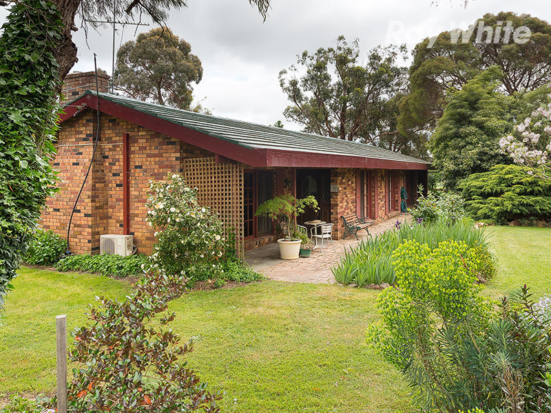 98 Star Lane, Wooragee, Vic 3747