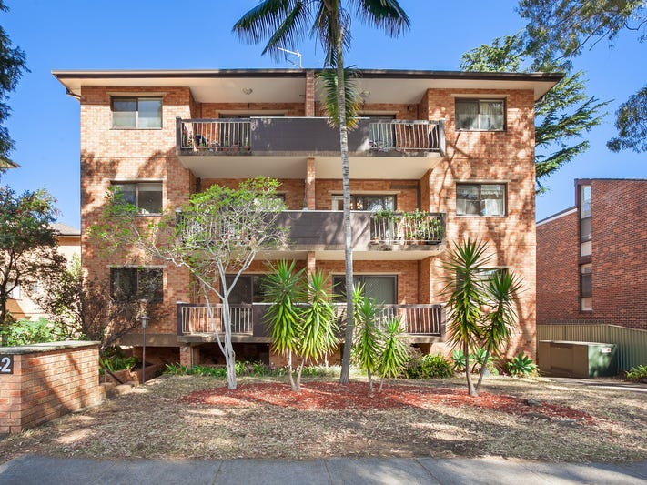 8/40-42 Hampton Court Road, Carlton, NSW 2218