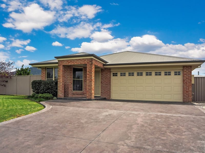 16 Emerald Drive, Meroo Meadow, NSW 2540