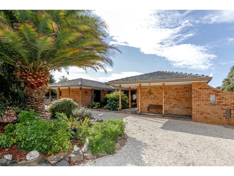 26 Hampton Court, Longford, Vic 3851
