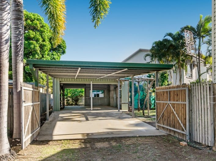 34 Clarendon St, Hyde Park, Qld 4812