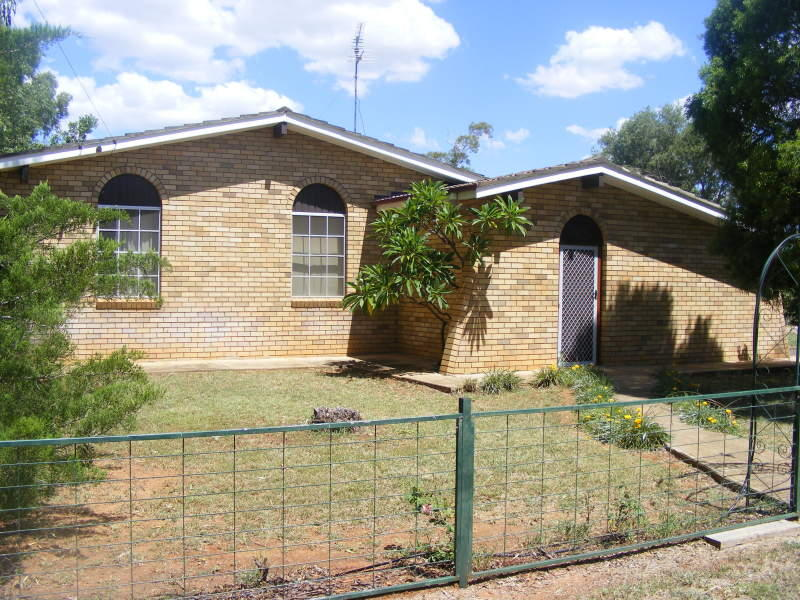 25 pine Street, Curlewis, NSW 2381