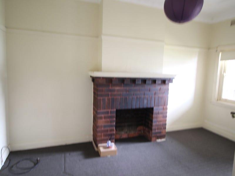 33 Jubilee Avenue, Carlton, NSW 2218