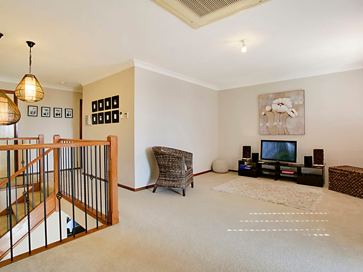 111 Greenway Drive, West Hoxton, NSW 2171
