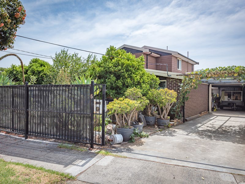 5 Camelot  Drive, Springvale South, Vic 3172