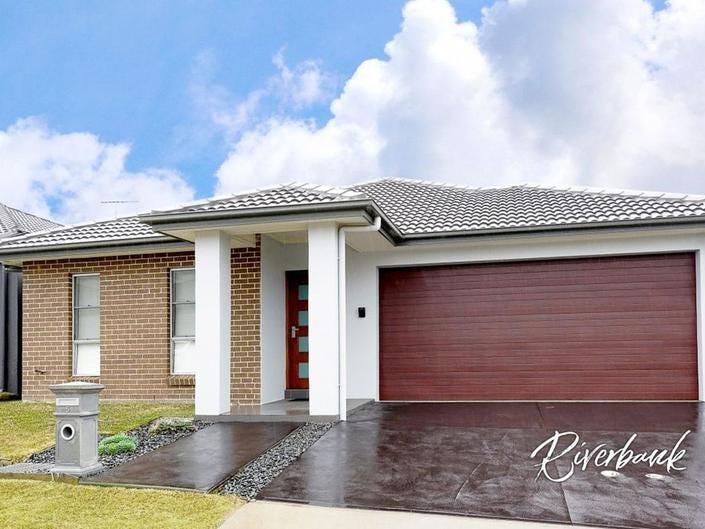 5 James Riley Drive, Glenmore Park, NSW 2745