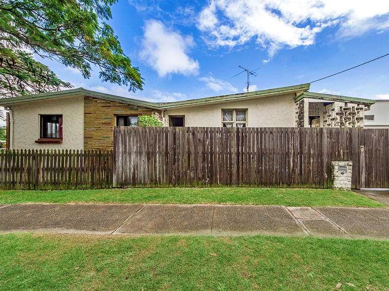28 Middle Street, Labrador, Qld 4215