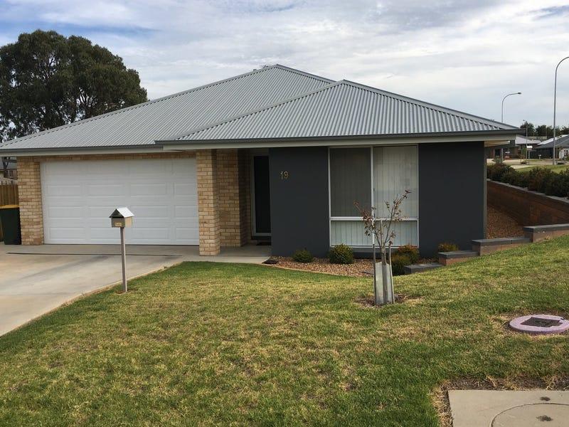 19 Glasson Drive, Orange, NSW 2800