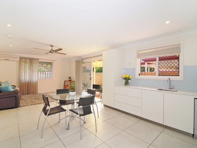 2/107 Rio Vista Boulevard, Broadbeach Waters, Qld 4218