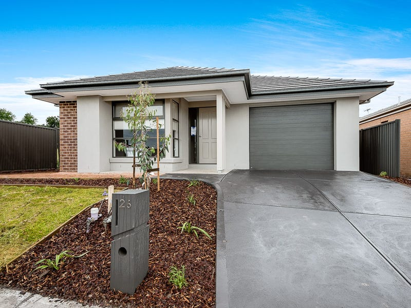 26 Almondbank Road, Cranbourne East, Vic 3977