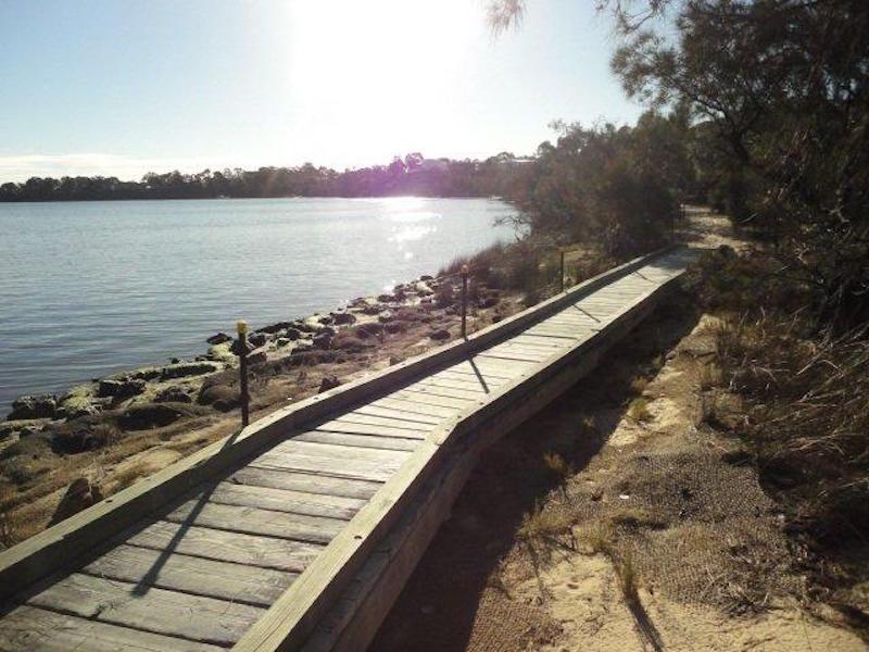 L72 River Way, Salter Point, WA 6152