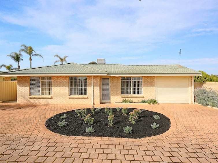 1/8 Socha Court, Greenfields