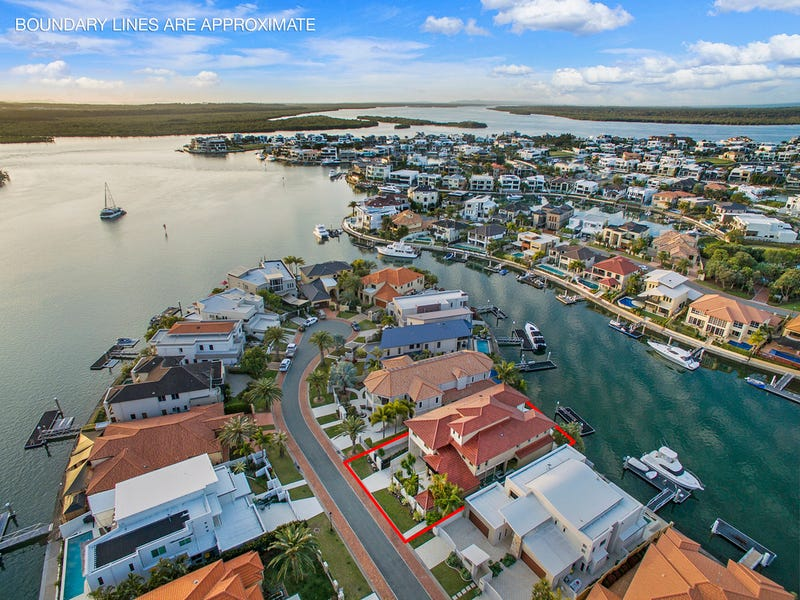 9 King James Court, Sovereign Islands, Qld 4216