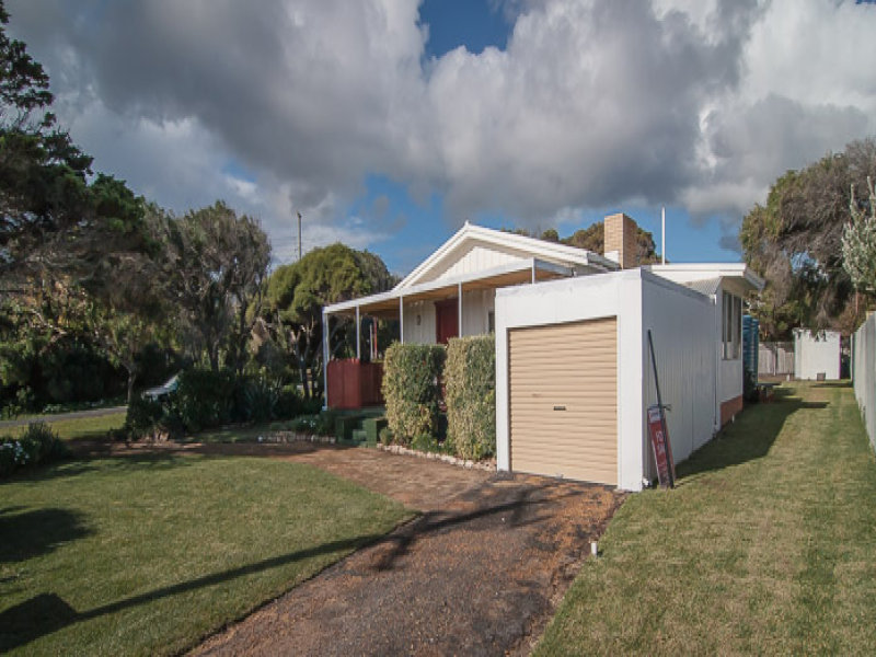 4 Lakeview Cresent, Prevelly, WA 6285