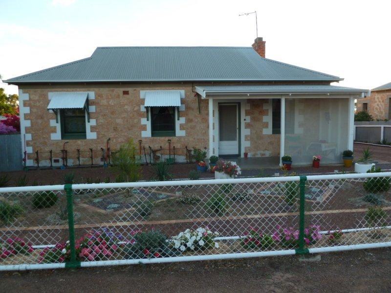 8 Railway Terrace, Minnipa, SA 5654