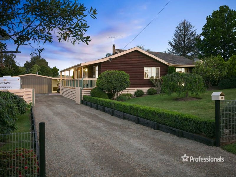 32 Russell Road, Seville, Vic 3139