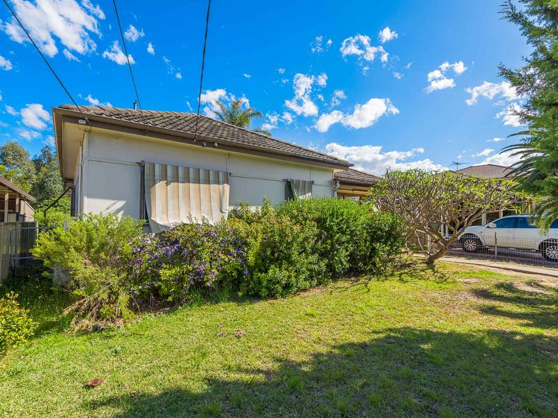 8 Baragoola Street, Fairfield West, NSW 2165