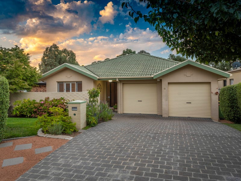 15 Macadamia Close, Jerrabomberra, NSW 2619