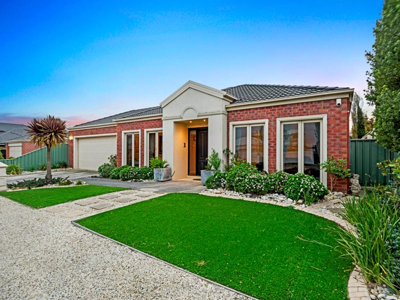 8 St Andrews Place, Lake Gardens, Vic 3355