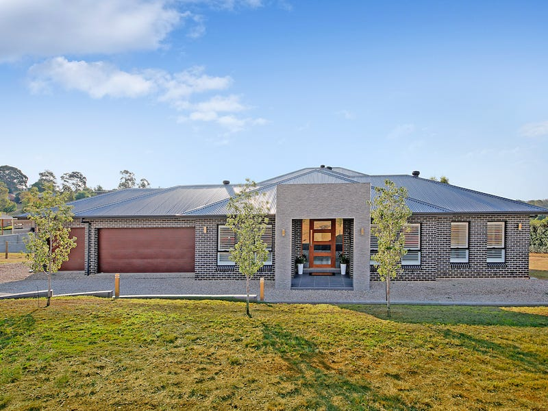 52 The Old Oaks Road, Grasmere, NSW 2570