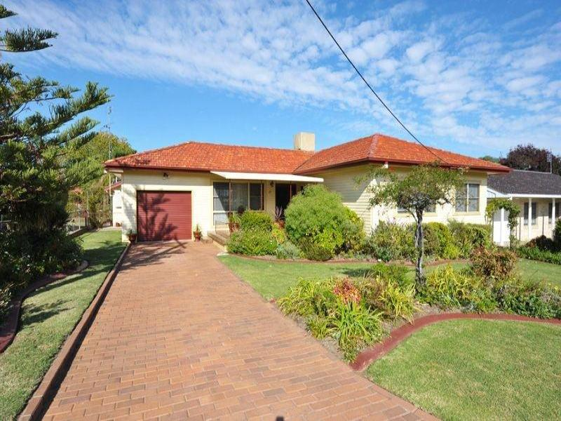 17 Elizabeth Street, Tamworth, NSW 2340